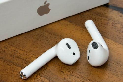 Những thủ thuật hay dành cho tai nghe AirPods của Apple - Ảnh 1.