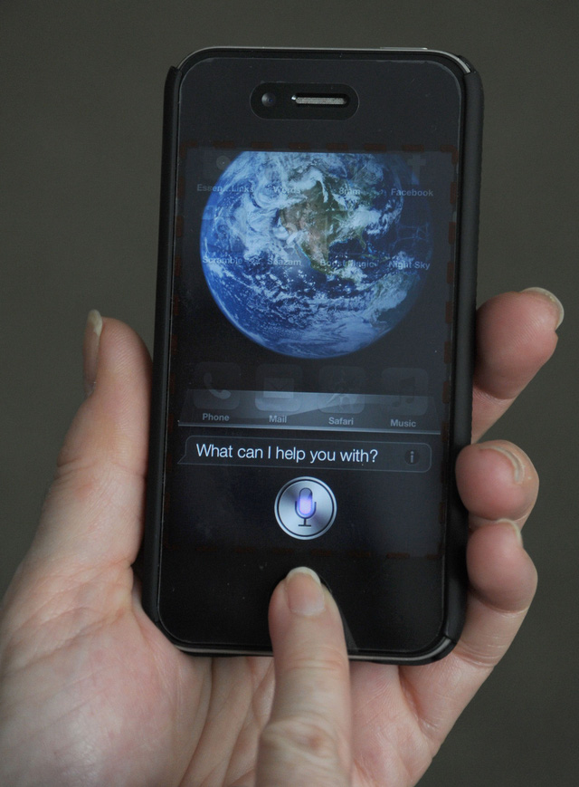 Bé 4 tuổi cứu mẹ thoát chết nhờ tính năng Siri trên iPhone - Ảnh 1.