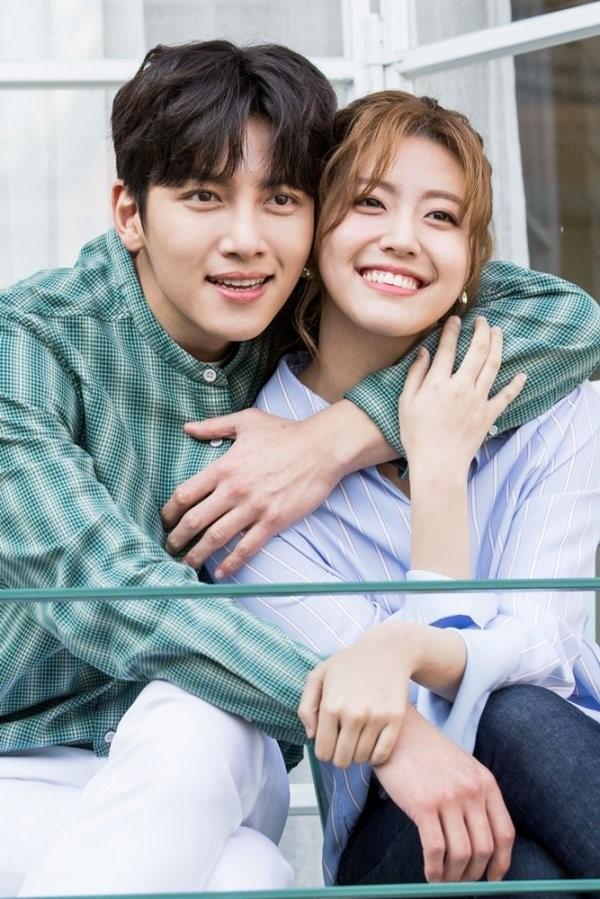 Ji Chang Wook tình tứ bên người tình mới - Ảnh 1.