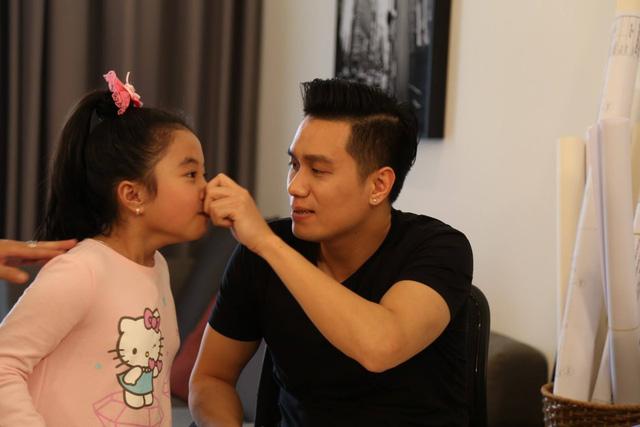 Việt Anh làm ông bố bỉm sữa trong phim mới - Ảnh 2.