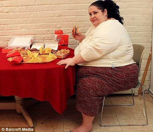 Chế độ ăn uống cho bà bầu béo phì không làm hại phôi thai - Ảnh 1.