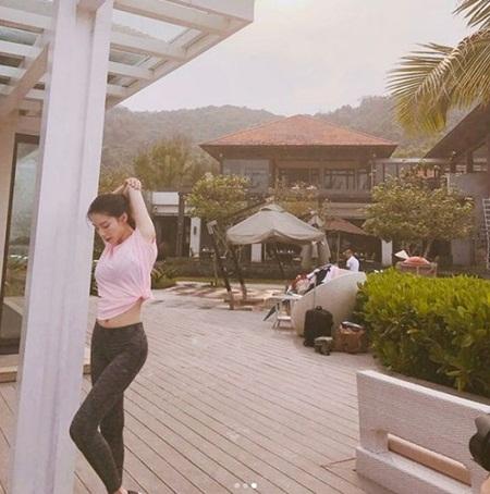 Bà xã Bae Yong Joon bất ngờ tung ảnh chụp ở Việt Nam - Ảnh 5.