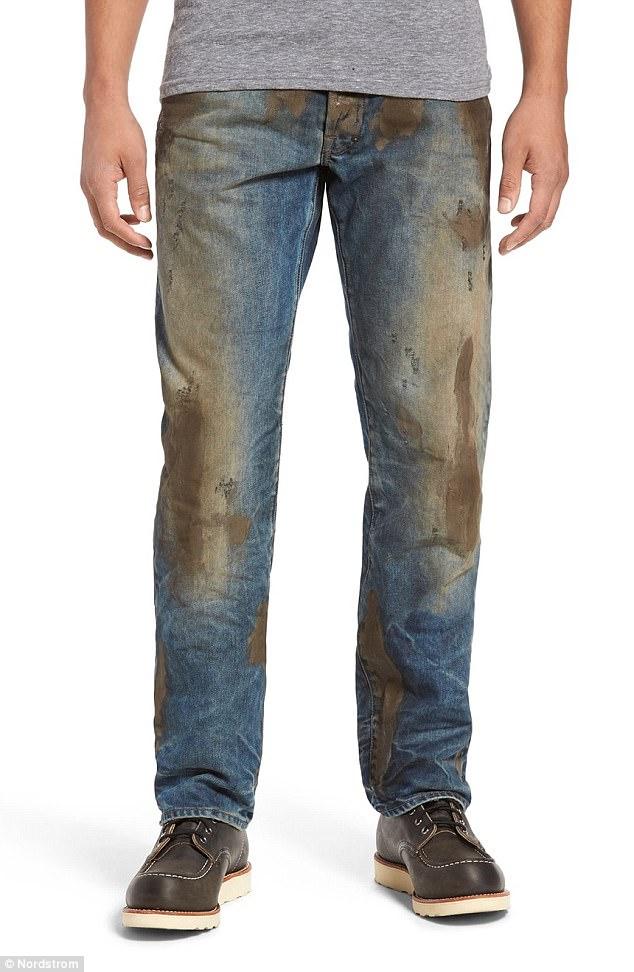 """Sửng sốt trước dòng thời trang denim bùn đất có giá… """"trên trời"""" - Ảnh 1."""