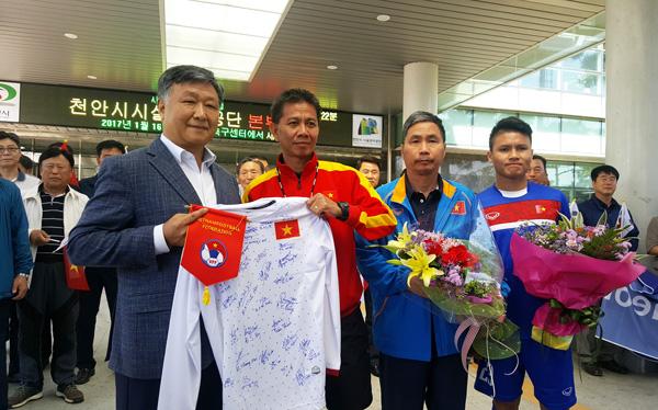 Lãnh đạo thành phố Cheonan nhiệt liệt chào mừng U20 Việt Nam - Ảnh 1.
