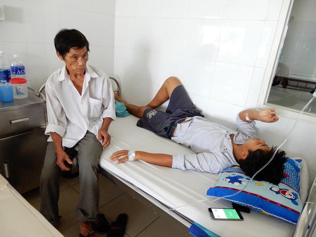 Không có tiền đóng viện phí, ông bố trẻ bị bệnh viêm màng não mủ xin về nhà chết - Ảnh 2.