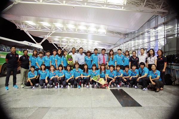 ĐT U22 Việt Nam và ĐT nữ Việt Nam lên đường tập huấn trước thềm SEA Games 29 - Ảnh 2.