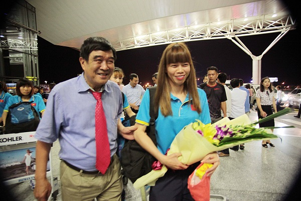 ĐT U22 Việt Nam và ĐT nữ Việt Nam lên đường tập huấn trước thềm SEA Games 29 - Ảnh 7.