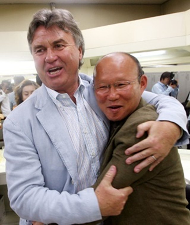 Tân HLV trưởng tuyển Việt Nam: Đoạt hạng 4 World Cup và thầy của Park Ji Sung - Ảnh 1.