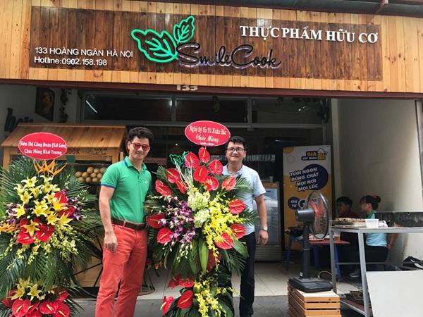Nghệ sĩ Xuân Bắc hào hứng tham gia lễ khai trương cửa hàng thực phẩm hữu cơ Smile Cook - Ảnh 1.