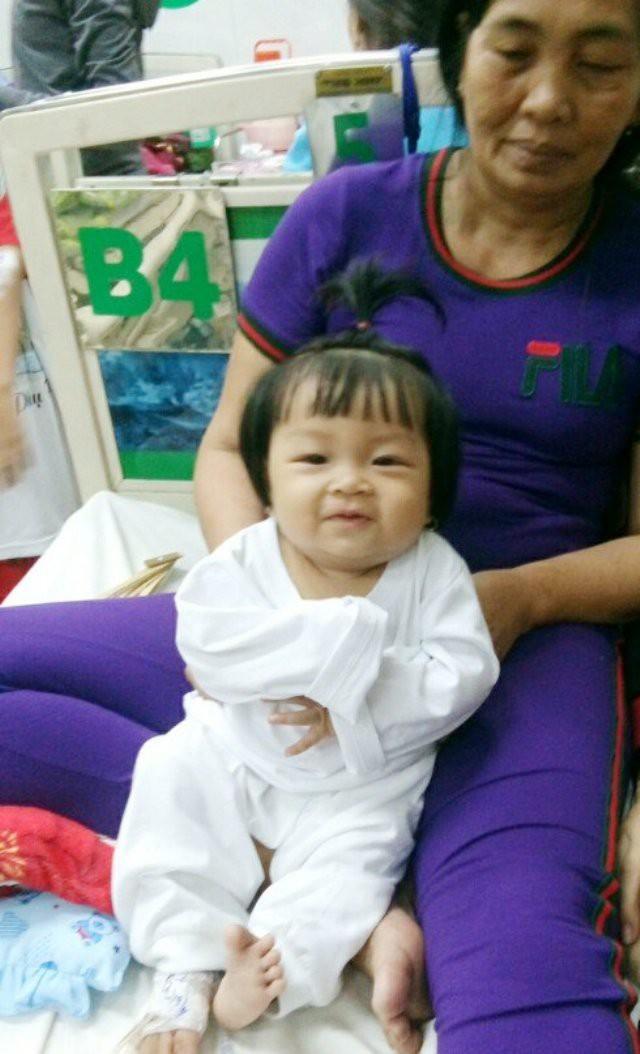 Thương bé 9 tháng tuổi bụ bẫm mắc bệnh ung thư máu - Ảnh 1.