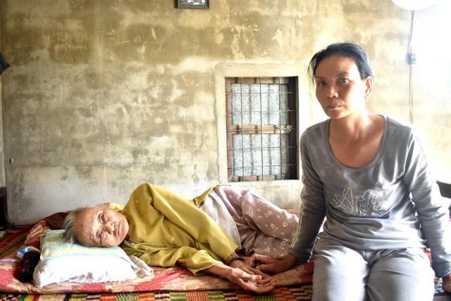 Cảnh sống lay lắt của gia đình có mẹ già bị suy tim, con gái bị ung thư - Ảnh 1.