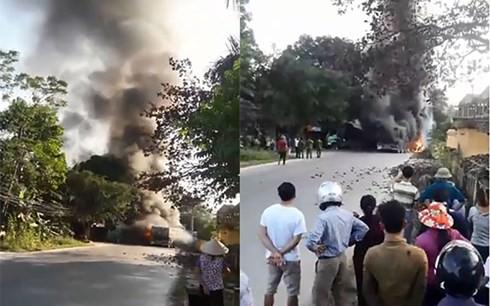 Cháy lớn tại Phú Thọ, 4 xe ô tô bị thiêu rụi - Ảnh 1.