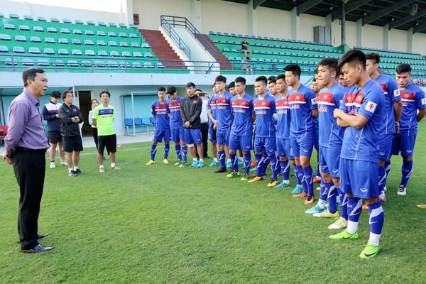 Lãnh đạo VFF thăm và động viên ĐT U23 Việt Nam - Ảnh 1.