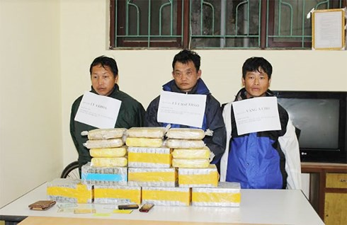 3 kẻ vận chuyển 77 bánh heroin chống trả công an - Ảnh 1.