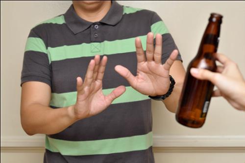 Bị ép uống rượu bia trong dịp lễ Tết: Từ chối khéo chả mất lòng ai - Ảnh 1.