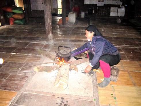 Độc đáo phong tục dựng nhà sàn của người Tày Tây Bắc - Ảnh 1.
