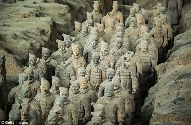Thẻ gỗ cổ hé lộ chiếu chỉ tìm thuốc trường sinh bất lão của Tần Thủy Hoàng - Ảnh 2.
