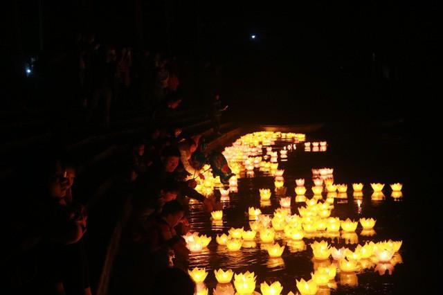 """Tam Cốc – Bích Động """"bừng sáng"""" trong đêm hội mừng năm mới 2018 - Ảnh 19."""