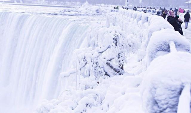 Ngọn thác hùng vĩ nhất thế giới đông cứng trong cái lạnh -67 độ C - Ảnh 1.