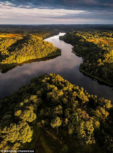 Litva đẹp ngỡ ngàng với góc chụp từ trên cao - Ảnh 17.