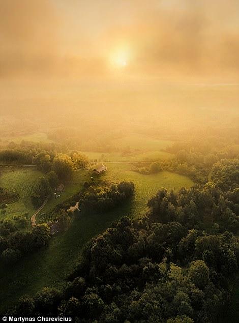 Litva đẹp ngỡ ngàng với góc chụp từ trên cao - Ảnh 18.