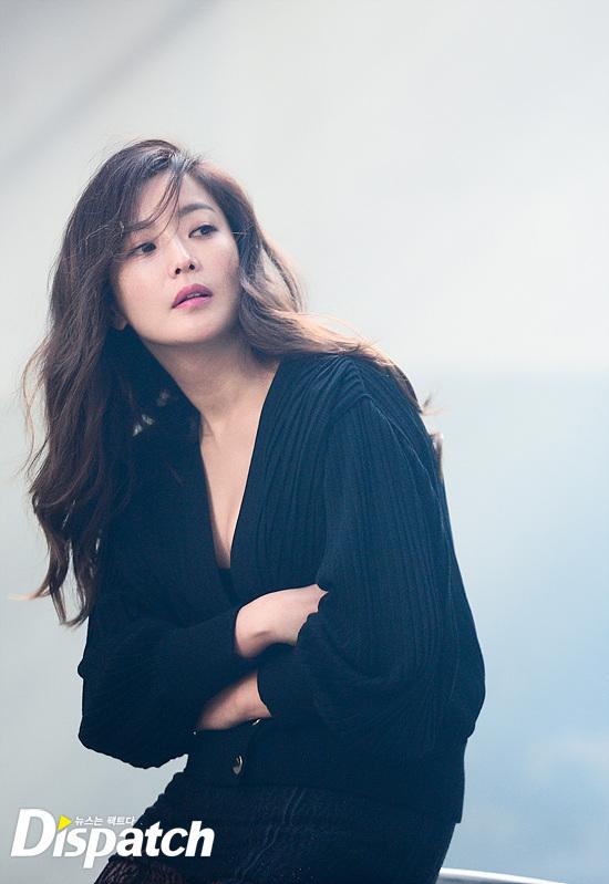 Bước sang tuổi 40, thật khó tin là Kim Hee Sun còn quyến rũ như thế này! - Ảnh 1.