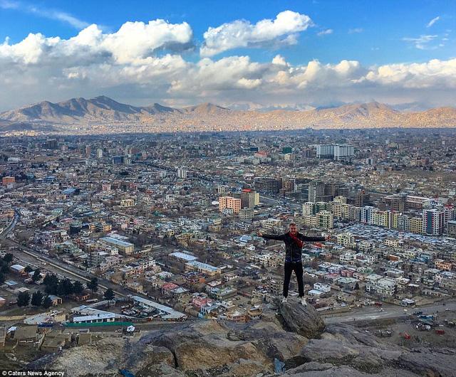 Phượt thủ điển trai kiếm cả triệu USD nhờ những chuyến du lịch khắp thế giới - Ảnh 3.