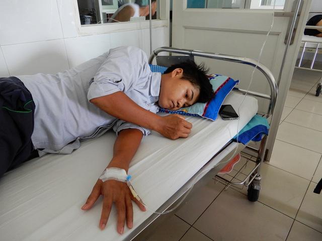Không có tiền đóng viện phí, ông bố trẻ bị bệnh viêm màng não mủ xin về nhà chết - Ảnh 3.