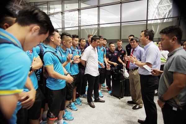 ĐT U22 Việt Nam và ĐT nữ Việt Nam lên đường tập huấn trước thềm SEA Games 29 - Ảnh 3.