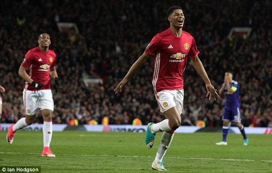 Mourinho vừa làm điều này, Man Utd lập tức có vé đi tiếp! - Ảnh 1.