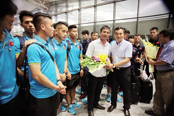 ĐT U22 Việt Nam và ĐT nữ Việt Nam lên đường tập huấn trước thềm SEA Games 29 - Ảnh 4.