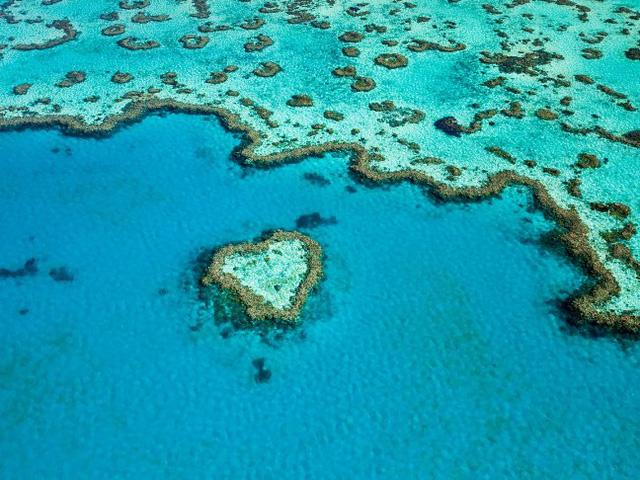 9 bãi biển nước trong nhất thế giới - Ảnh 4.