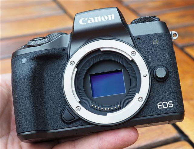 Những mẫu máy ảnh Mirrorless đáng chú ý năm 2017 - Ảnh 5.