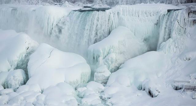 Mỹ lạnh kỷ lục, nước sôi hắt ra hóa tuyết tức khắc - Ảnh 5.