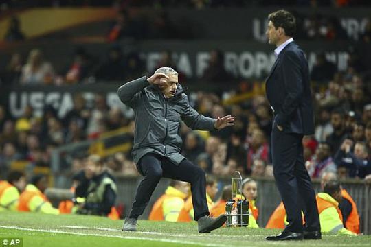 Mourinho vừa làm điều này, Man Utd lập tức có vé đi tiếp! - Ảnh 4.