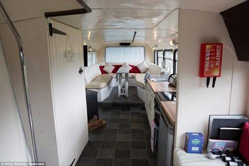 Độc đáo ngôi nhà sang trọng và tiện nghi trên chiếc xe buýt hai tầng - Ảnh 7.