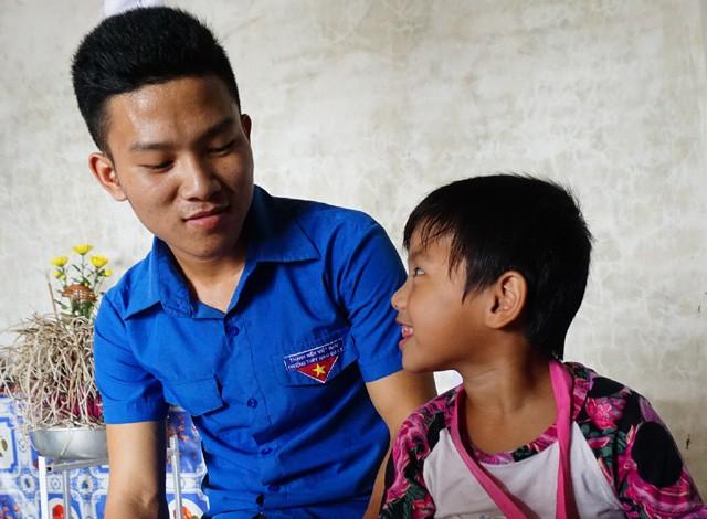 Không có cha, mẹ qua đời, nam sinh mang bệnh tim một mình nuôi em - Ảnh 7.