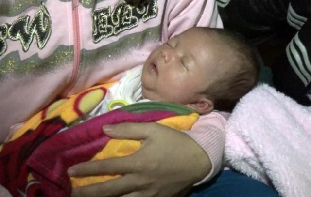 Mẹ gục ngã vì cha bị xe cán chết, bé 3 tuần tuổi sống cảnh đói khát thương tâm - Ảnh 7.