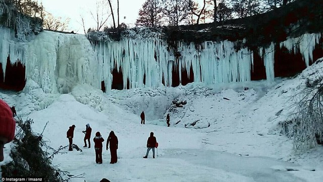 Mỹ lạnh kỷ lục, nước sôi hắt ra hóa tuyết tức khắc - Ảnh 6.