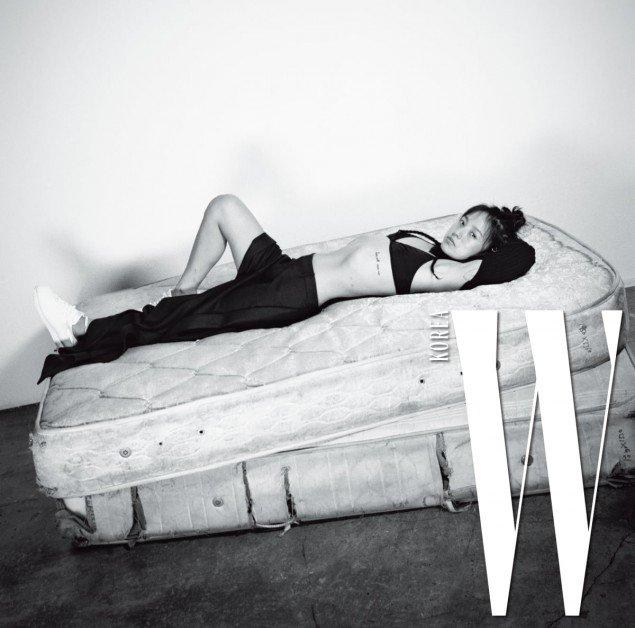Lee Hyori đầy cuốn hút dù mặt mộc không trang điểm - Ảnh 8.
