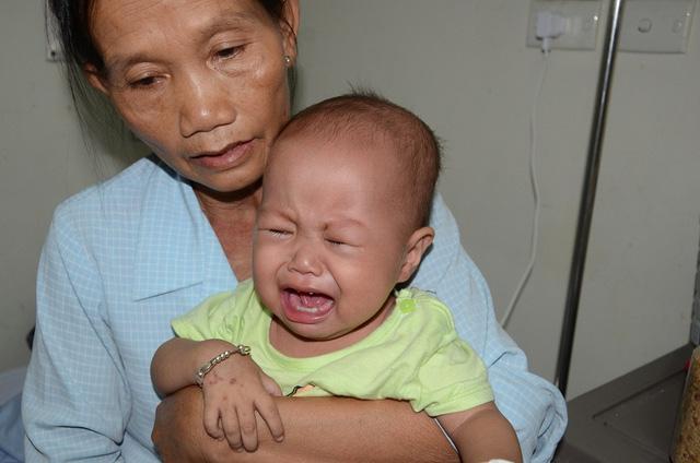 Tiếng khóc xé lòng của bé 11 tháng tuổi mắc ung thư máu cấp lai tủy - Ảnh 8.