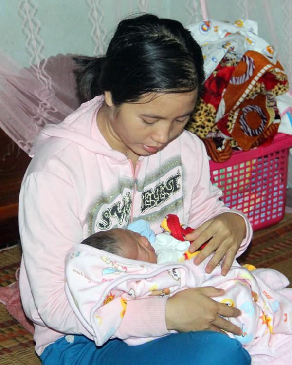 Mẹ gục ngã vì cha bị xe cán chết, bé 3 tuần tuổi sống cảnh đói khát thương tâm - Ảnh 8.