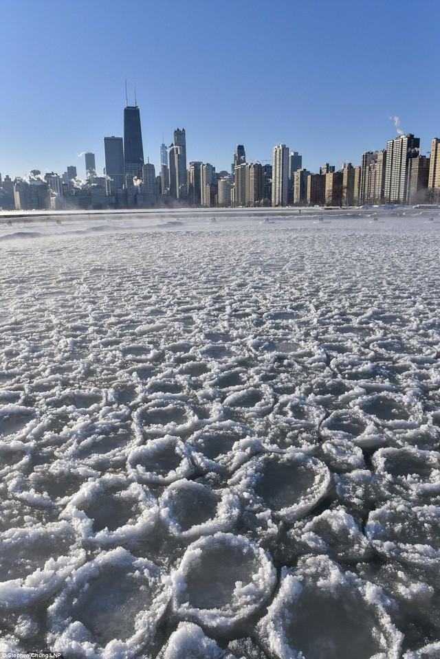Mỹ lạnh kỷ lục, nước sôi hắt ra hóa tuyết tức khắc - Ảnh 7.