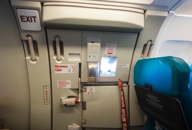 Những thứ hay ho trên máy bay ít hành khách ngờ tới - Ảnh 9.
