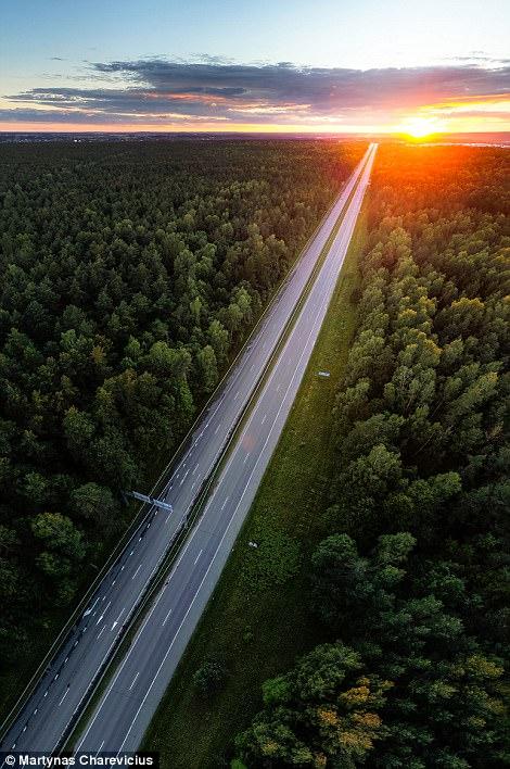Litva đẹp ngỡ ngàng với góc chụp từ trên cao - Ảnh 10.