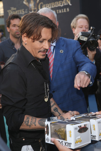 Johnny Depp trở lại mạnh mẽ với Pirates Of The Caribbean: Dead Men Tell No Tales - Ảnh 4.