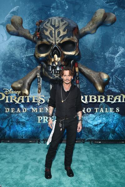 Johnny Depp trở lại mạnh mẽ với Pirates Of The Caribbean: Dead Men Tell No Tales - Ảnh 2.