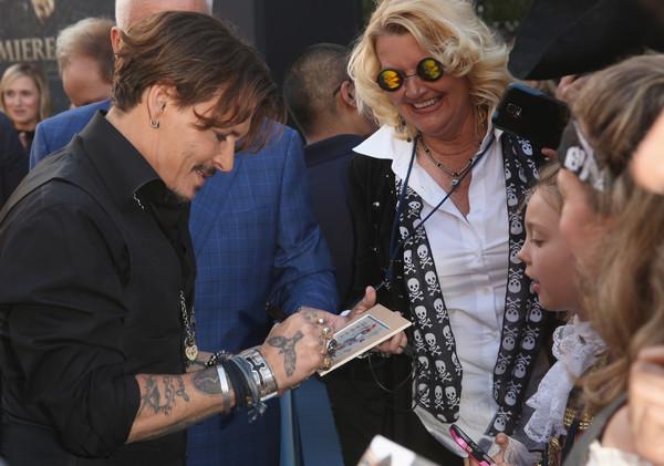 Johnny Depp trở lại mạnh mẽ với Pirates Of The Caribbean: Dead Men Tell No Tales - Ảnh 9.