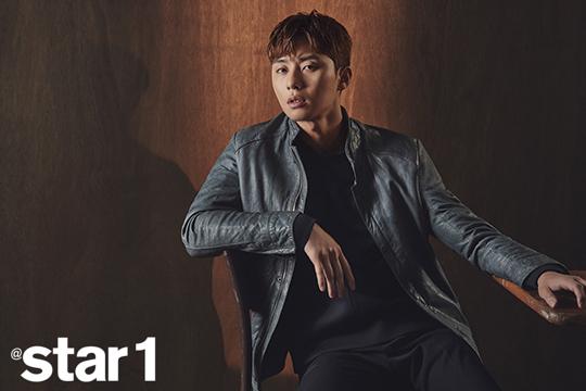 Mỹ nam Park Seo Joon lạnh lùng trên tạp chí - Ảnh 9.