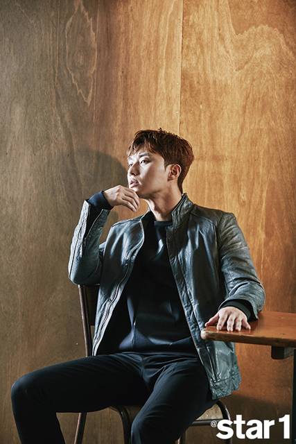 Mỹ nam Park Seo Joon lạnh lùng trên tạp chí - Ảnh 4.
